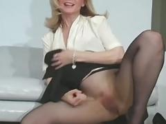 Savoury babe looks arousing in sexy black hose