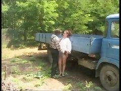 Anal interracial en la granja