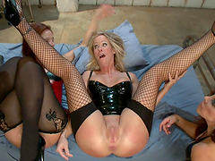 Hardcore fisting & Asshole-Stuffing in kinky bdsm scene