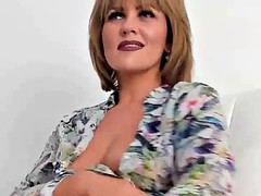hot cougar mommy orgasming on cam show