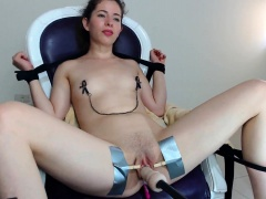 Kinky brunette camgirl has a mechanical toy plowing her cunt