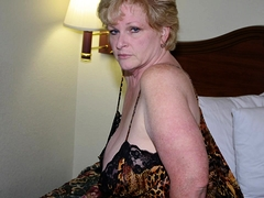 Bodacious mature wife puts her magnificent curves on display