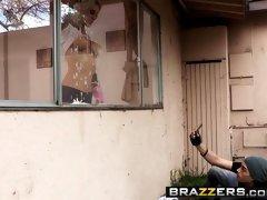 Brazzers - Mommy Got Boobs - Sarah Jessie Xander Corvus - Peeping Tom Peeping Mom
