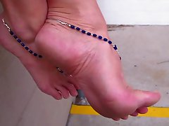Beautiful female feet!