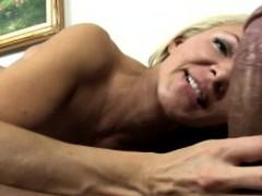 Blonde bigtit cougar wanking dick